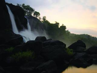 athirapally_waterfalls_thrissur_96.jpg